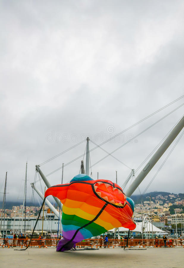 Riesige aufblasbare Drachenparade stockfotografie