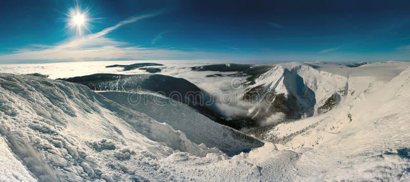 Riesige Berge szenisch lizenzfreie stockbilder