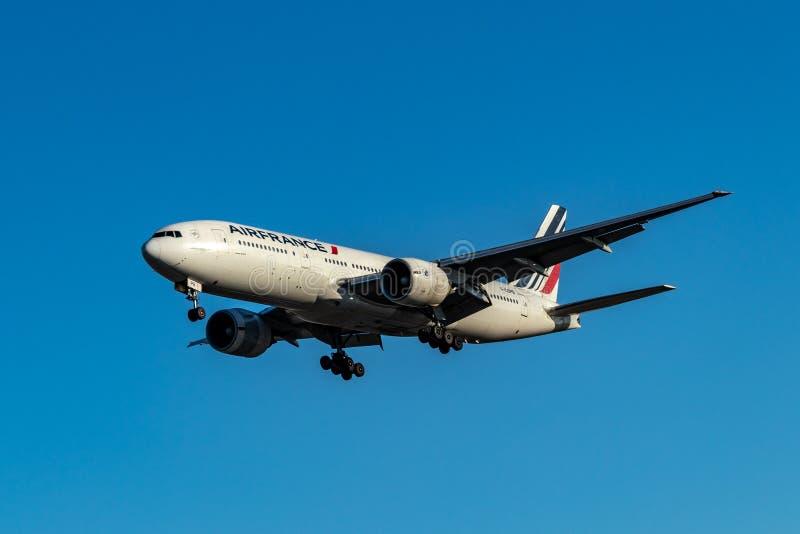 Riesige Fläche Air Frances ungefähr, zum bei Pearson International Airport, Toronto zu landen lizenzfreie stockfotografie