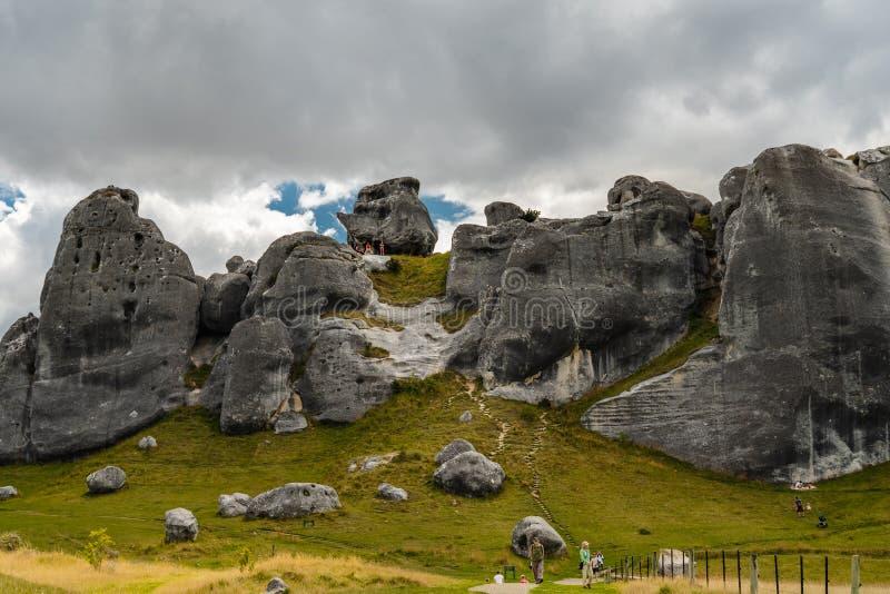 Riesige Kalksteinflusssteine in den Bergen, Schloss-Hügel, Neuseeland stockfotos