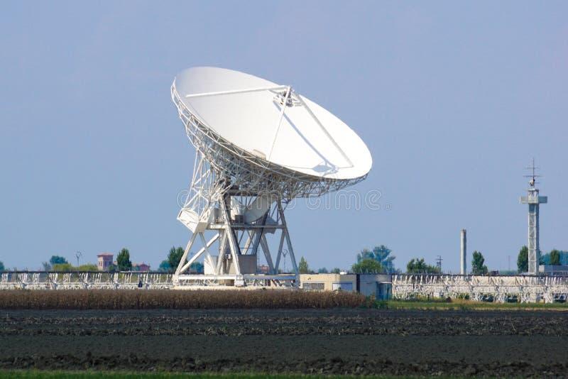 Riesige Radioteleskopsuche nach außerirdischem Leben stockbild
