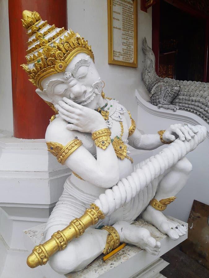 Riesige Statue, die den Tempel schützt lizenzfreies stockfoto