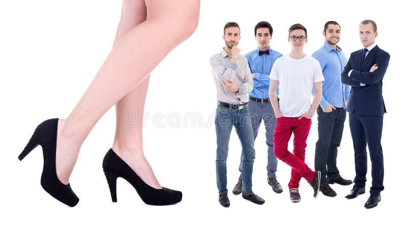 Riesige weibliche Beine und wenige Geschäftsleute lokalisiert auf Weiß lizenzfreie stockbilder