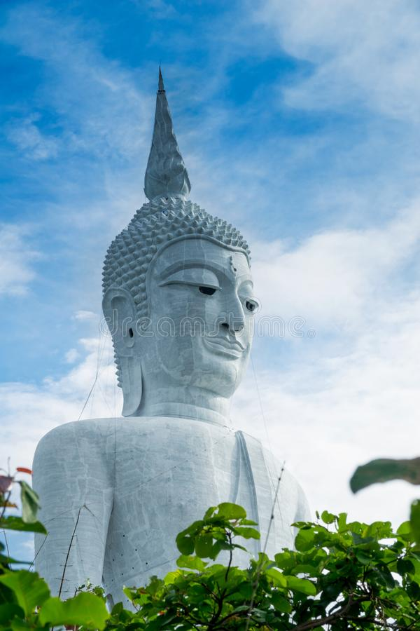 Riesiger Buddha in Mukdahan Thailand lizenzfreie stockfotos