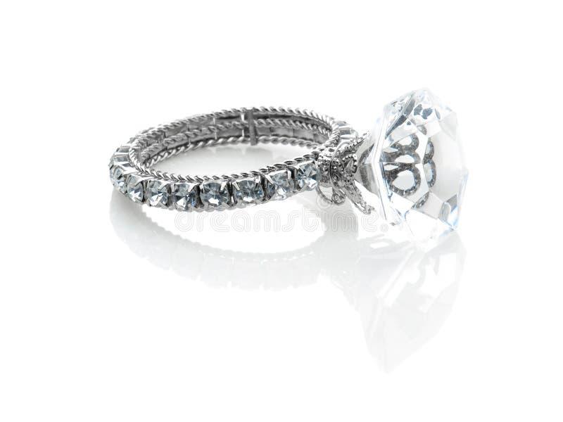 Riesiger Diamantring stockfotografie