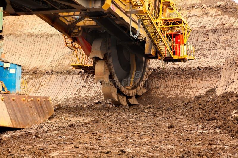 Riesiger Schöpfradbagger für das Graben der Braunkohle, Tschechische Republik lizenzfreie stockfotos