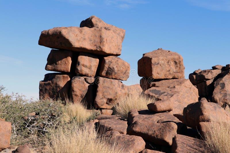 Riesiger Spielplatz - eine seltsame Felsenlandschaft bei Keetmanshoop - Namibia stockbilder