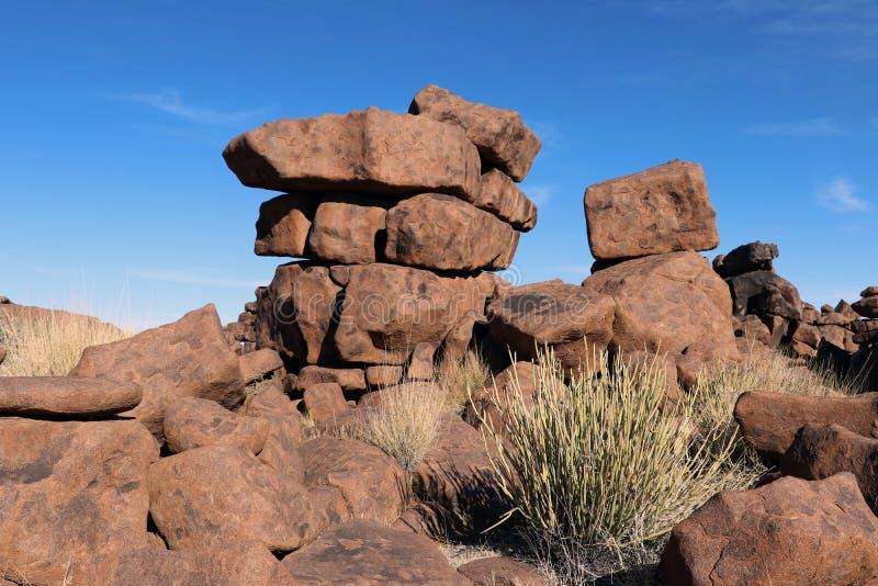 Riesiger Spielplatz - eine seltsame Felsenlandschaft bei Keetmanshoop - Namibia lizenzfreie stockfotos