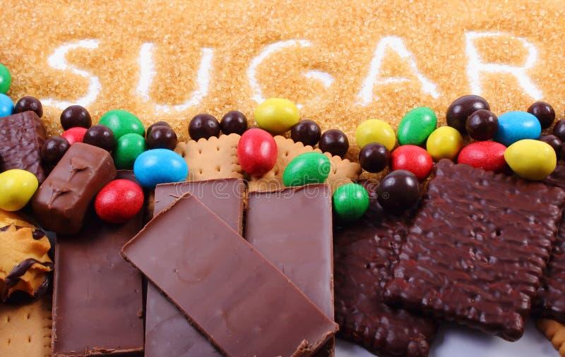 Riet bruine suiker en heel wat snoepjes royalty-vrije stock afbeelding