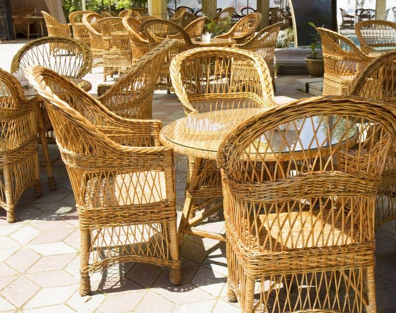 Rieten meubilair in koffie royalty-vrije stock afbeeldingen