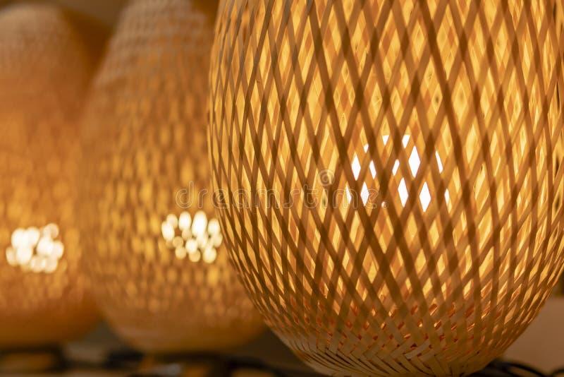 Rieten oranje lamp die van hout wordt gemaakt royalty-vrije stock foto's