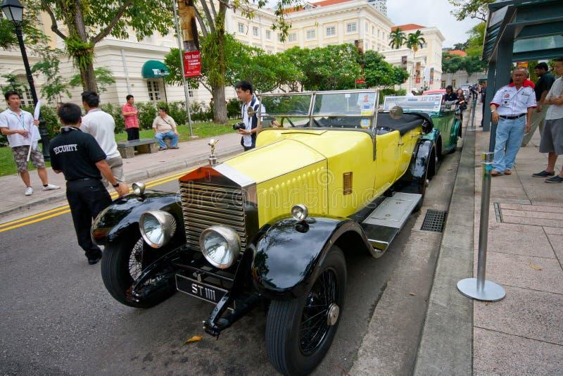 Rifas plataforma de aterrissagem, Singapura - 27 de julho de 2008: Mostra de Rolls Royce do vintage nos concours foto de stock