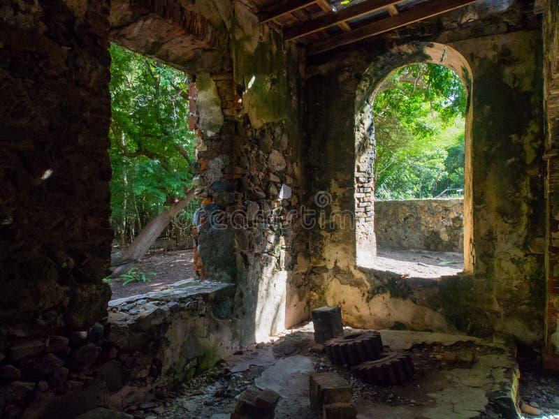 Riff-Bucht Sugar Mill Interior, Johannes, U S Die Jungferninseln-Nationalpark stockfotografie