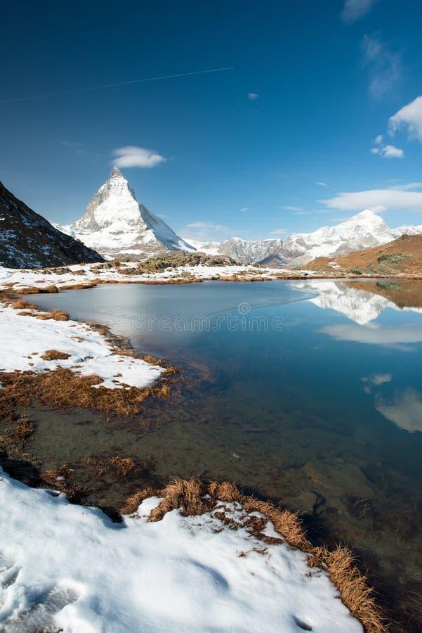 Riffelsee con Matterhorn fotografia stock libera da diritti