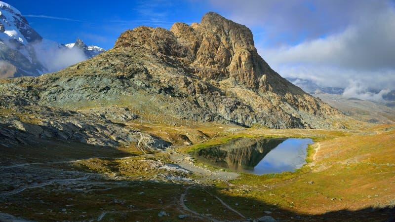 Riffelsee sjö under sommar, Zermatt Schweiz arkivfoton