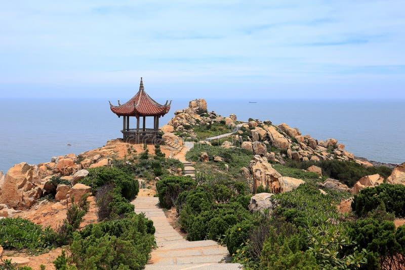 Rifffelsen in der Küste von Meizhou-Insel stockbilder