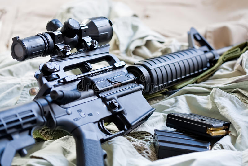 Rifle AR-15 y compartimientos imágenes de archivo libres de regalías