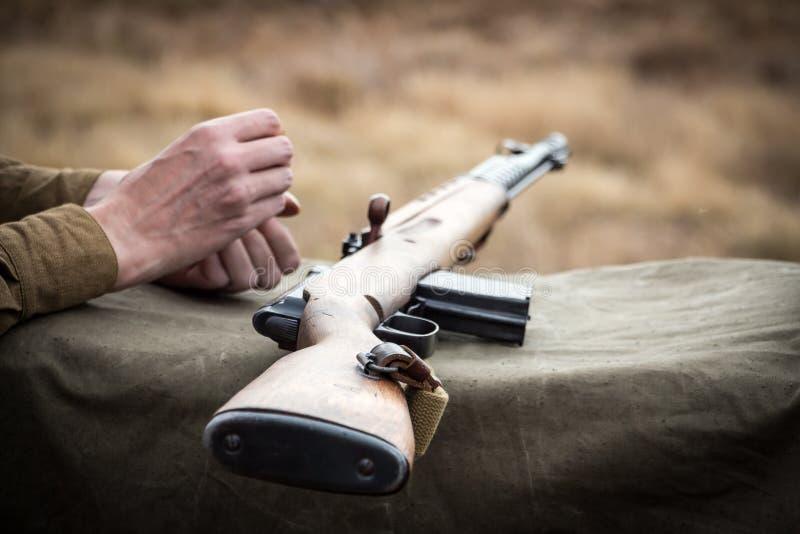 Rifle militar viejo imagen de archivo