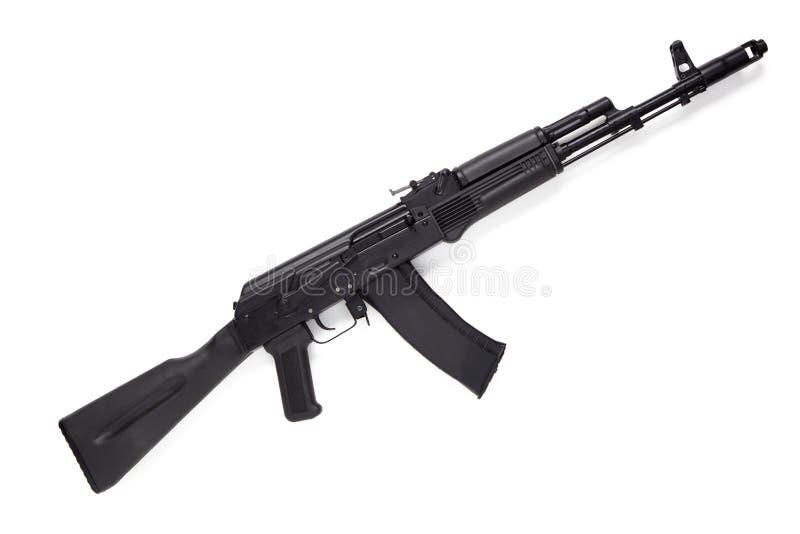 Rifle moderno do Kalashnikov do assalto no fundo branco fotografia de stock
