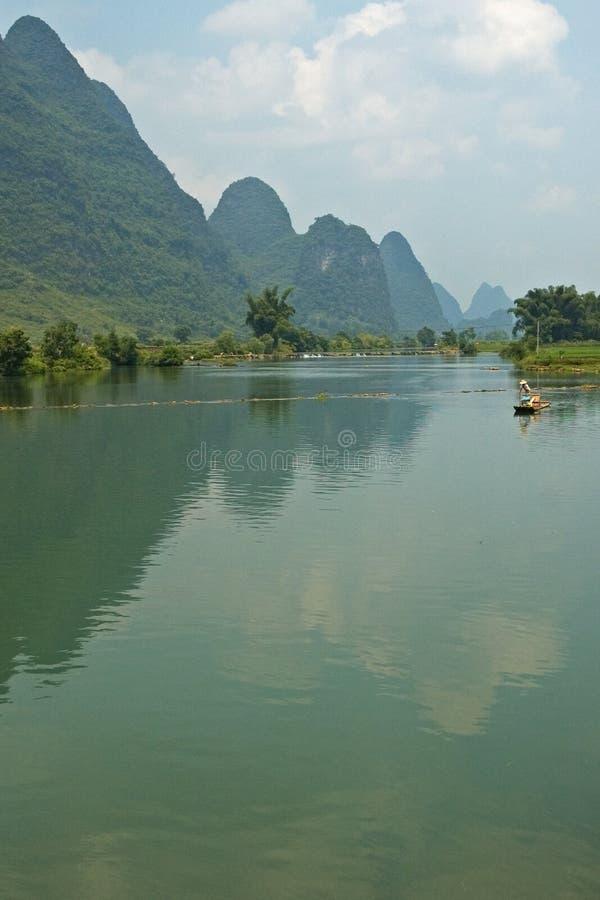 Download Riflessione fotografia stock. Immagine di montagna, waterway - 207228