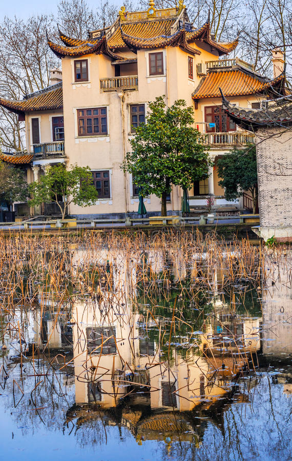 Riflessione ad ovest Hangzhou Zhejiang Cina del lago vecchia house cinese fotografie stock libere da diritti