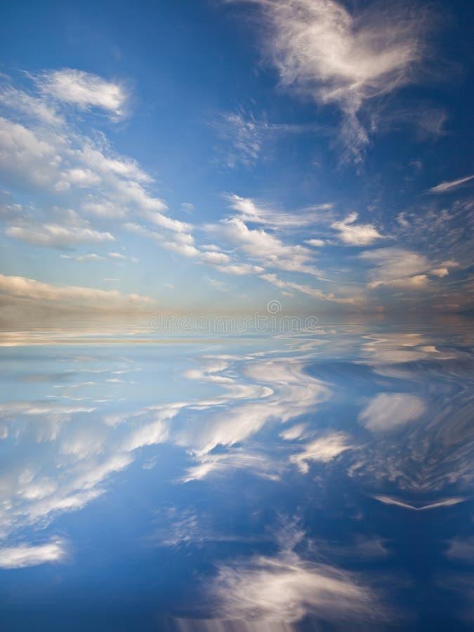Download Riflessione Del Cielo In Acqua Illustrazione di Stock - Illustrazione di sogno, background: 7324617
