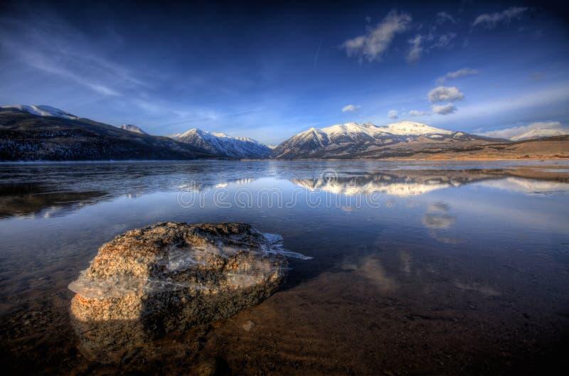 Riflessione del lago mountain - laghi gemellati, Colorado, U.S.A. fotografia stock libera da diritti