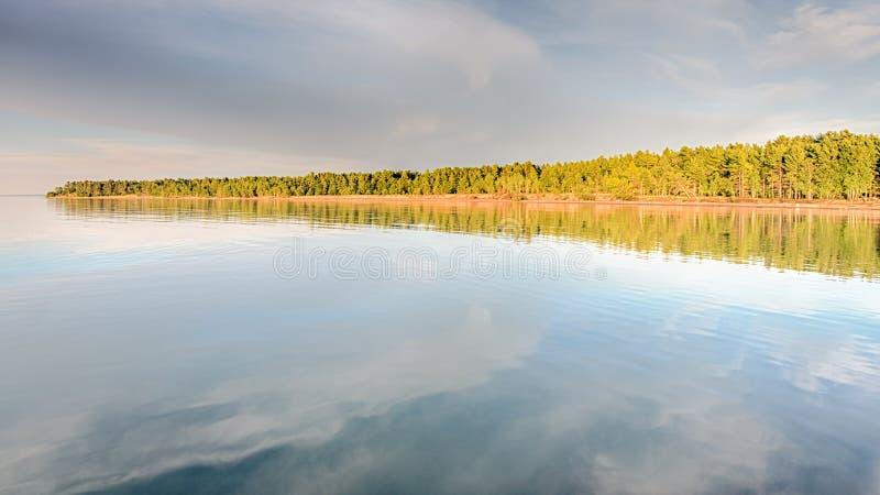 Riflessione del lago Superiore, parco di stato di McLain, MI fotografia stock libera da diritti
