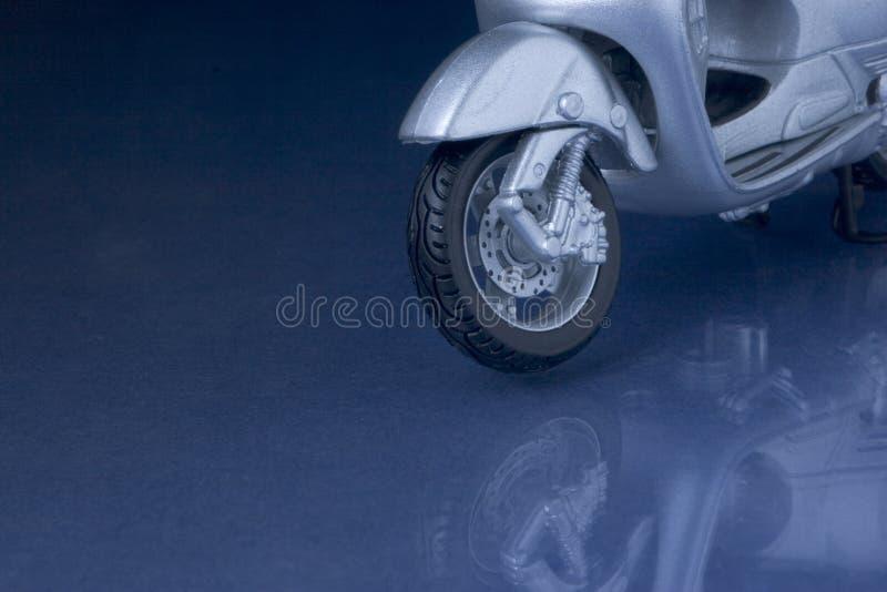 Download Riflessione del motorino immagine stock. Immagine di specchio - 209301