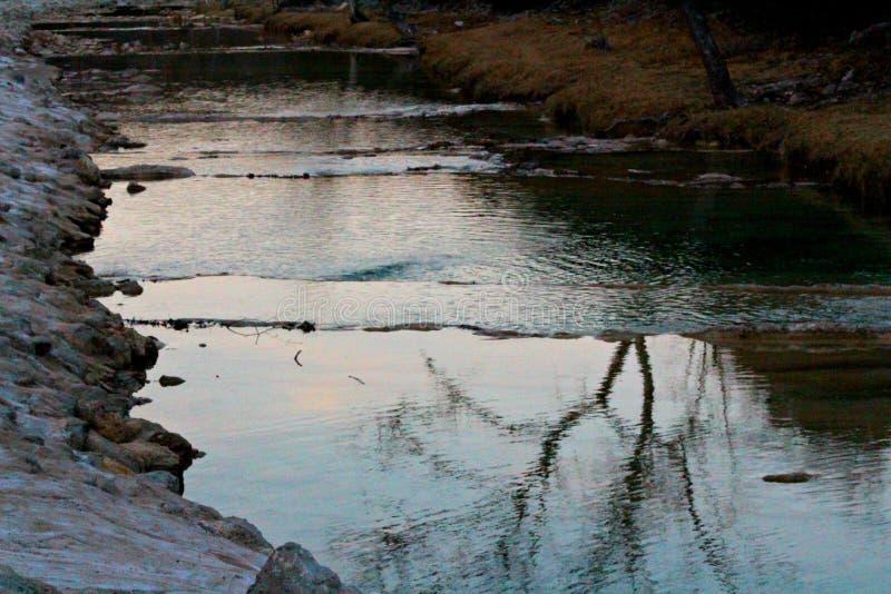 Riflessione dell'insenatura di tramonto fotografia stock libera da diritti