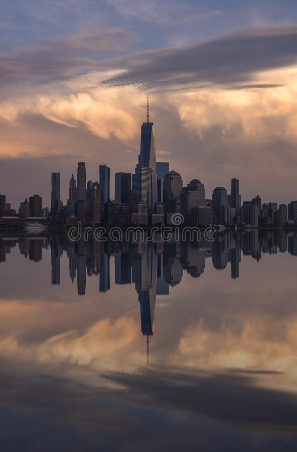 Riflessione dell'orizzonte di New York fotografia stock