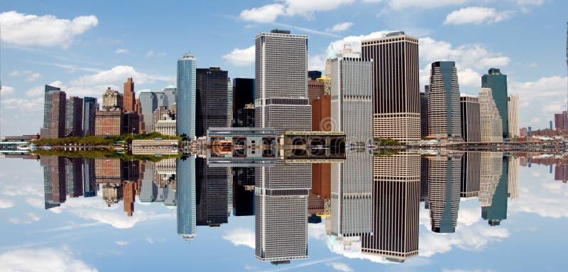 Riflessione dell'orizzonte di New York fotografie stock libere da diritti