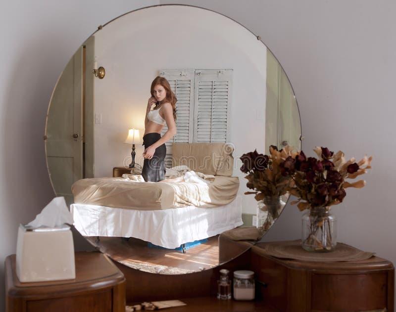 Riflessione della camera da letto fotografia stock