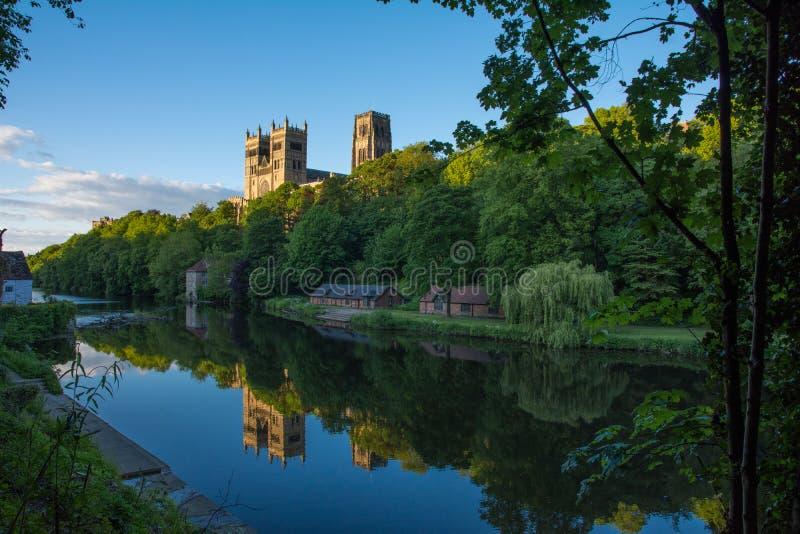 Riflessione della cattedrale di Durham immagini stock libere da diritti