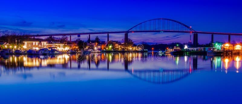 Riflessione della città del Chesapeake nel Chesapeake e nel canale del Delaware, Maryland fotografia stock libera da diritti