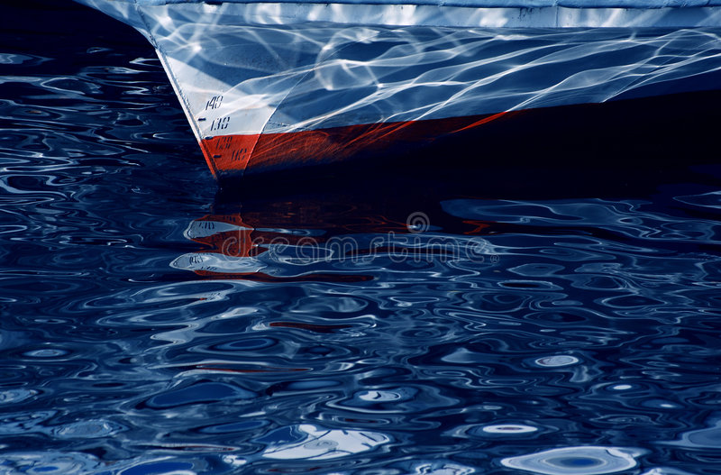 Riflessione della sostanza caustica dell'acqua. immagine stock libera da diritti