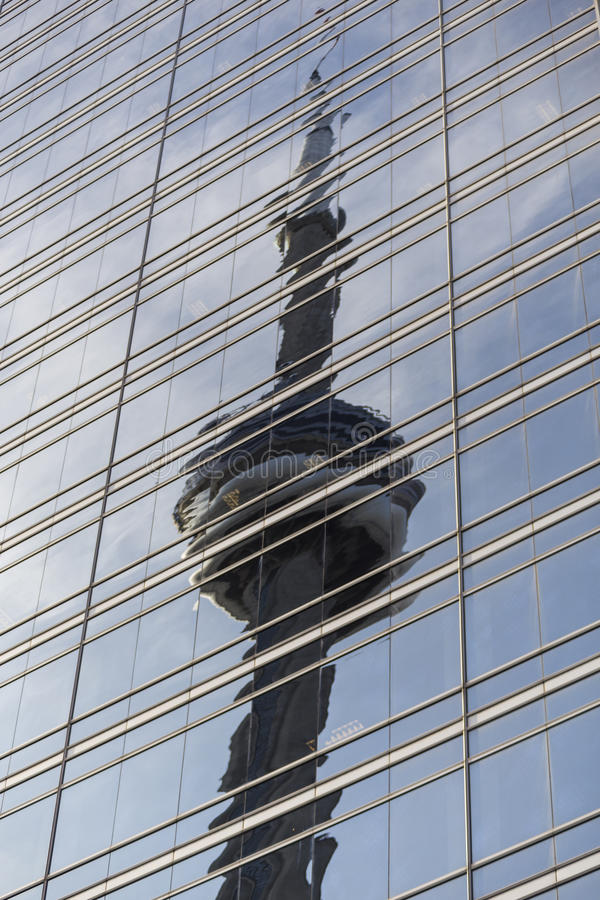 Riflessione della torre del CN fotografia stock libera da diritti