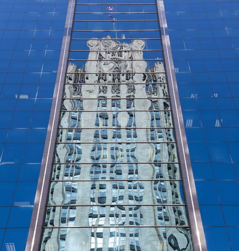 Riflessione della torretta del Chicago Tribune fotografie stock libere da diritti