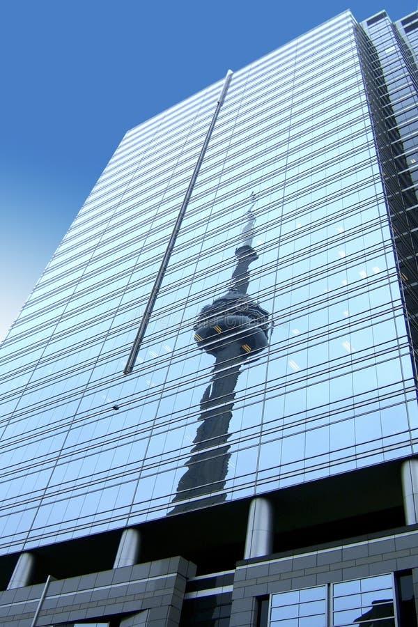 Riflessione della torretta del CN, Canada fotografia stock libera da diritti