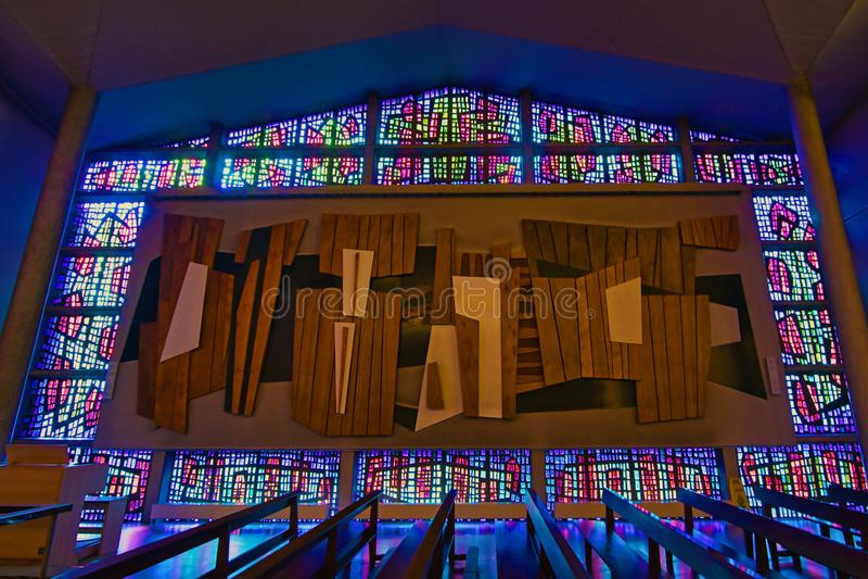Riflessione delle finestre di vetro di Buckfast Abbey Stained immagine stock