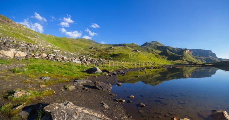 Riflessione di Edelweissspitze nel lago fotografia stock libera da diritti