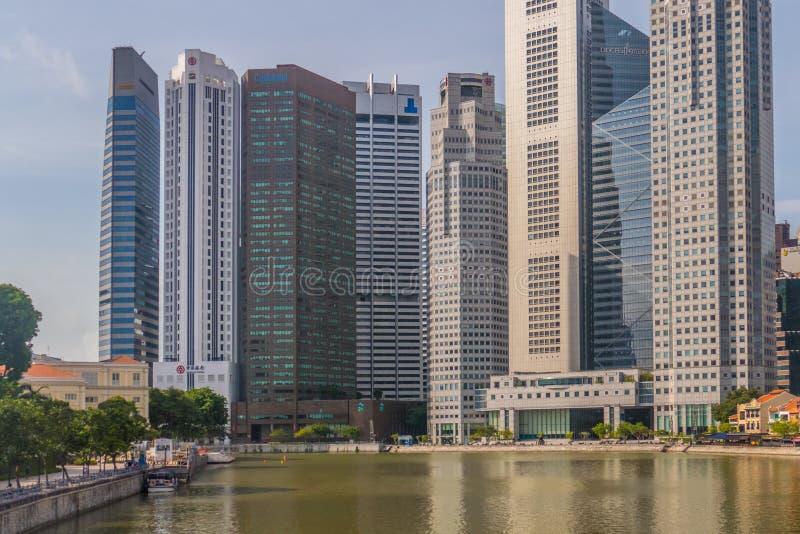 Riflessione di Singapore delle costruzioni moderne del grattacielo fotografia stock libera da diritti