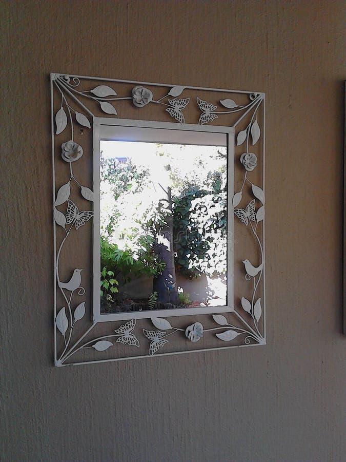 Riflessione di specchio di un 39 entrata della fattoria for Specchio x entrata