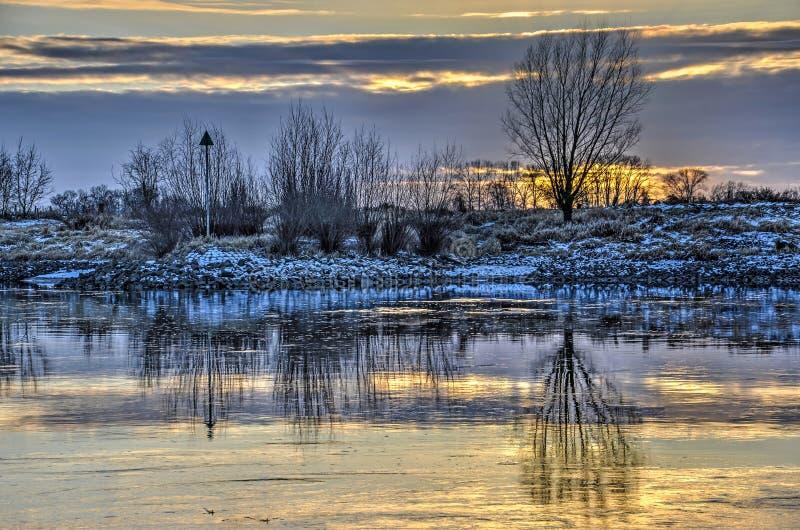 Riflessione lenta del fiume fotografia stock