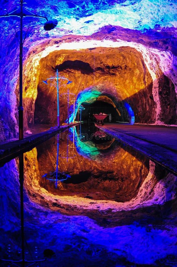 Riflessione perfetta nelle miniere di sale di Nemocon, Colombia fotografia stock