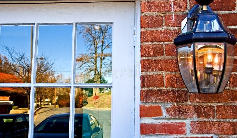 Riflessioni della finestra di caduta fotografia stock