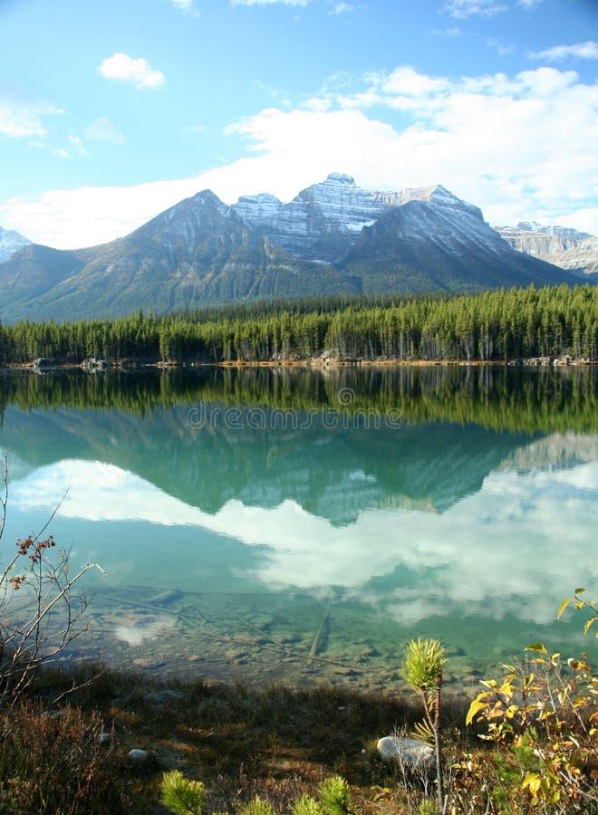 Riflessioni della montagna immagini stock
