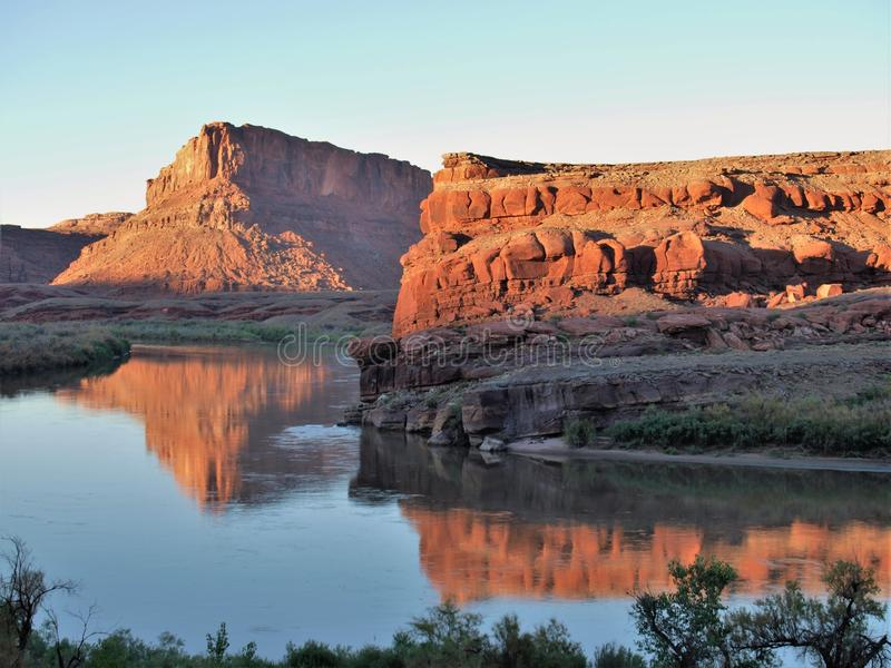 Riflessioni di tramonto del fiume Colorado vicino a Moab immagine stock libera da diritti