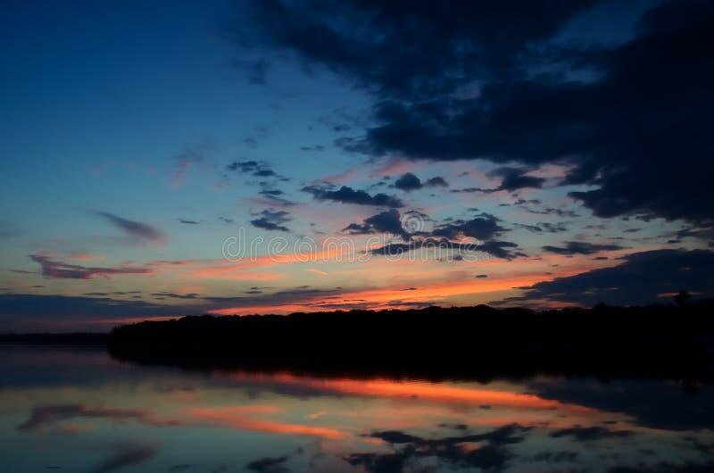 Riflessioni di tramonto su Linwood Lake immagini stock