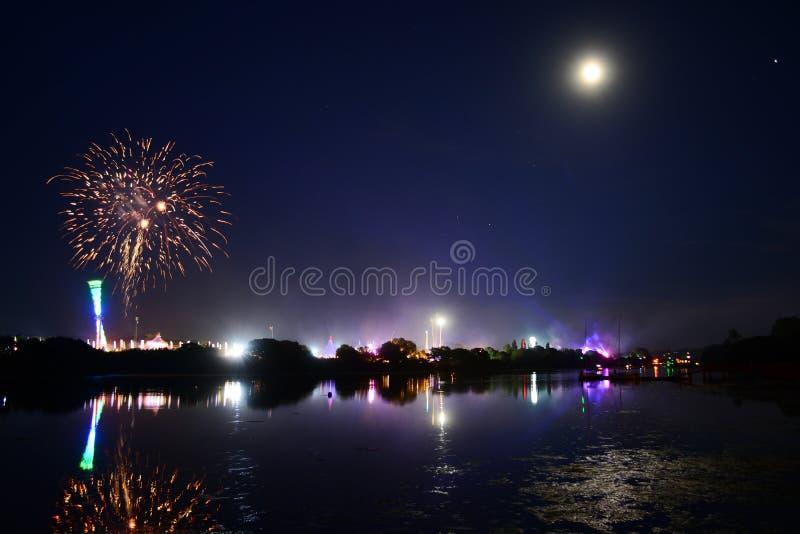 Riflessioni e fuochi d'artificio al festival 2018 dell'isola di Wight fotografia stock